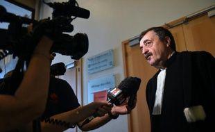 Philippe Vouland, avocat de Nordine Achouri, parle à la presse le 16 septembre 2015 avant une audience au tribunal de Marseille pendant le procès de 28 membres d'un trafic de stupéfiants originaire de La Castellane