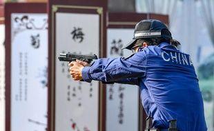 Un policier chinois, lors d'un concours de tir (illustration).