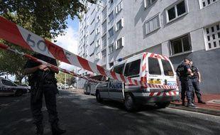 La police a rapidement bouclé le secteur dans le quartier de la Benauge à Bordeaux