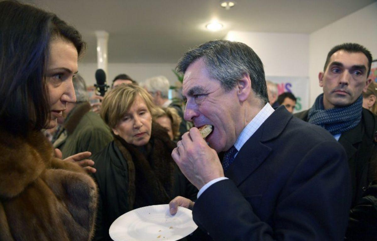 François Fillon aime la galette des rois.  – CHRISTOPHE ARCHAMBAULT / AFP