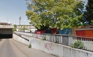 Le campement de la rue Bernos, à Lille-Fives.