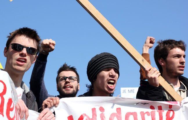 Plusieurs milliers de personnes ont défilé dans les rues de Rennes le 17 mars 2016 contre la loi Travail portée par Myriam El Khomri.