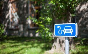 L'État entend inciter les copropriétés à installer des bornes de recharge pour les voitures électriques.