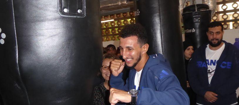Le boxeur Sofiane Oumiha inaugure la salle de son club Boxoum, le 24 septembre 2018 à Toulouse.