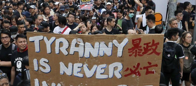 Hong Kong reste en colère ce dimanche