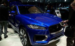 Un SUV de la marque Jaguar au Salon international de l'automobile de Genève en 2017.