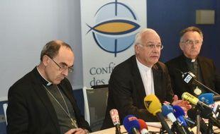 Mgr Philippe Barbarin? évèque de Lyon et Mgr Stanislas Lalanne, évèque de Pontoise, lors d'une conférence de presse le 15 mars 2016 à Lourdes