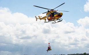 Exercice d'hélitreuillage de l'hélicoptère Dragon 33, de la sécurité civile de Gironde