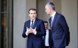 Le président français Emmanuel Macron en compagnie du secrétaire général de l'OTAN Jens Stoltenberg le 19 décembre 2017 à l'Elysée (Paris).
