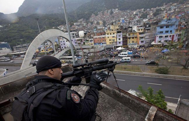 Un sniper brésilien membre de l'unité de la police militaire BOPE.