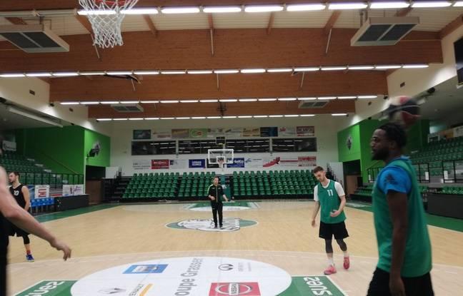 En Alsace, l'entraîneur du BC Gries-Oberhoffen est très exigeant envers ses joueurs qu'il veut faire rentrer dans un projet ultra-collectif.