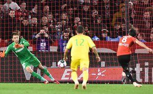 D'une main ferme, Tatarusanu a arrêté le penalty de Clément Grenier en seconde période.