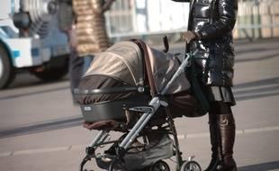 Une jeune femme a utilisé la poussette de sa fille pour voler un téléphone dans un magasin de Metz. Elle a commis ensuite une grossière erreur qui l'a envoyée en garde à vue. (Illustration)