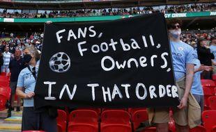Les fans de Manchester City réagissent à l'annonce de la création de la Super Ligue, le 24 avril 2021.