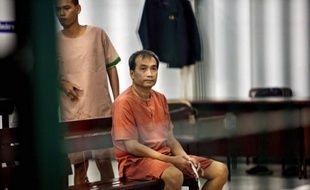 Un Américain d'origine thaïlandaise, condamné en décembre dernier à Bangkok à trente mois de prison pour insulte à la monarchie, a bénéficié d'une grâce royale et a été libéré, a-t-on appris mercredi de sources officielles.