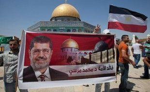 """Des centaines de personnes ont manifesté vendredi à l'appel de groupes islamistes à Khartoum, Amman, Jérusalem-Est et en Cisjordanie pour dénoncer """"le coup d'Etat"""" contre le président islamiste égyptien Mohamed Morsi et le coup de force contre ses partisans."""