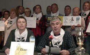 Muriel Lucantis (à gauche), l'une des porte-parole des familles de détenus basques.
