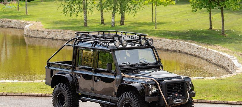Un Land Rover Defender de James Bond à vendre