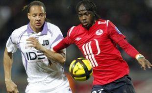 Le Lillois Gervinho (à droite), contre Toulouse, le 13 février 2011, à Villeneuve d'Ascq.