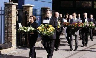 Cérémonie de commémoration des attentats du 7 juillet 2005 à la gare de King's Cross, le 7 juillet 2007, en présence de Gordon Brown, Ken Livingstone et Bertrand Delanoë.