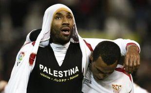 L'attaquant du FC Séville, Frédéric Kanouté exhibe un t-shirt pro-palestinien lors de la rencontre de coupe d'Espagne contre le Deportivo La Corogne, le 8 janvier 2009.