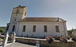 Haut-Rhin: Un maire monte sur le toit de l'église pour défendre son école.