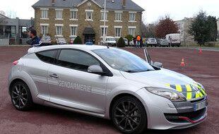 Un exemple de véhicule saisi et transformé par la gendarmerie nationale qui l'utilise au quotidien. Ici une Megane RS.