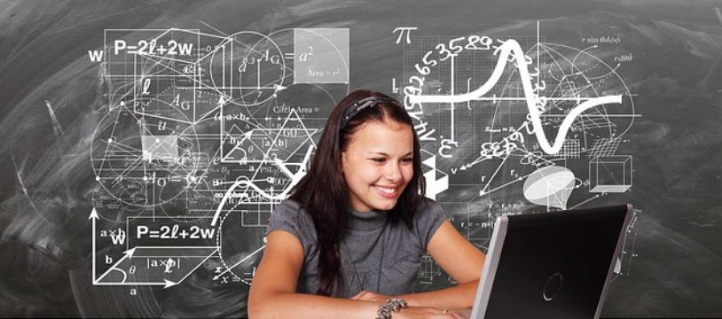 Une élève en cours de maths.