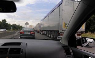 Illustration. Camions sur l'autoroute en Alsace, le 16 06 2008