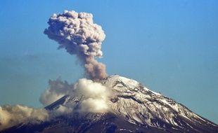 Un volcan en éruption (illustration).