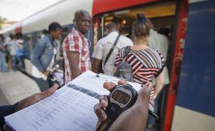 La nouvelle desserte sur la ligne B du RER permet aux voyageurs de bénéficier d'un train toutes les 3 minutes entre Paris et Aulnay, comme ici à la station Courneuve-Aubervilliers, le 2 septembre 2013