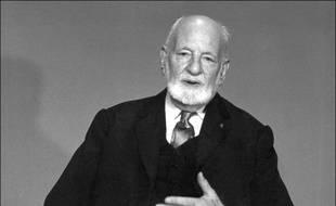 Le Prix Nobel de la Paix en 1968, René Cassin, fut l'un des rédacteurs de la Déclaration Universelle des Droits de l'Homme.