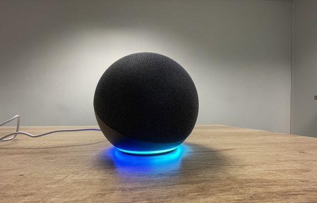 Dans la base d'Echo 4, un cercle de LED qui s'allume selon les circonstances.