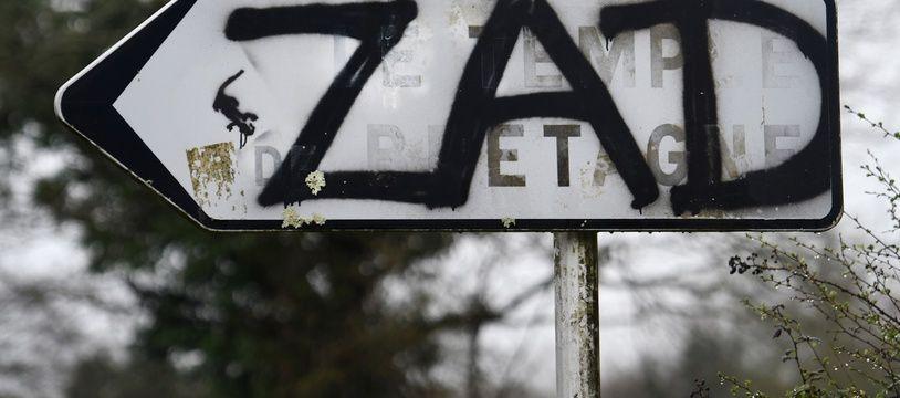 Un graffiti à la ZAD de Notre-Dame-des-Landes, le 8 avril 2018.