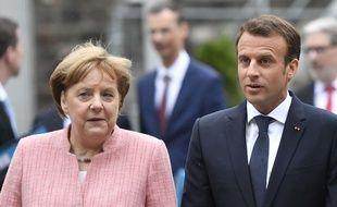 Angela Merkel et Emmanuel Macron à Aix-la-Chapelle, en Allemagne, pour la remise du prix Charlemagne au président français