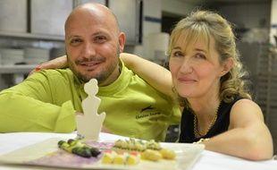 Le chef du Martinez Christian Sinicropi en compagnie de la romancière Sylvie Bourgeois, le 23 mai 2013 à Cannes (Alpes-Maritimes).