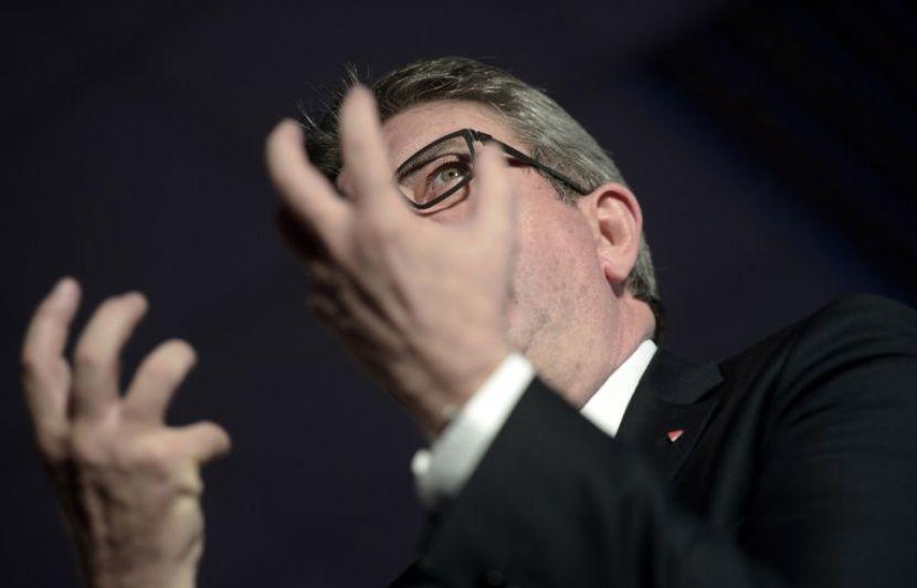 «Sortez des traités, stupides», dit Mélenchon aux Européens