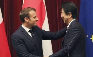 Emmanuel Macron et le Premier ministre japonais Shinzo Abe à Tokyo, le 26 juin 2019.