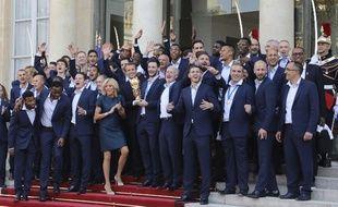 Les Bleus à l'Elysée au lendemain de la victoire en Coupe du monde
