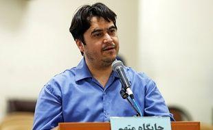 Le journaliste Rouhollah Zam lors de son procès, le 2 juin 2020.