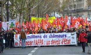 Venus de toutes les régions à l'appel des six syndicats de l'organisme (CGT, CFDT, FO, SUD, CFE-CGC, CFTC), les manifestants étaient 1.900 selon la police, 2.000 à 3.000 selon les syndicats.