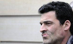"""Leader CGT des ex-salariés de l'usine Continental de Clairoix (Oise), Xavier Mathieu, poursuivi pour avoir refusé de se soumettre à un prélèvement d'ADN, a appelé lundi les """"présidentiables de gauche"""" à le soutenir contre le fichage des syndicalistes."""