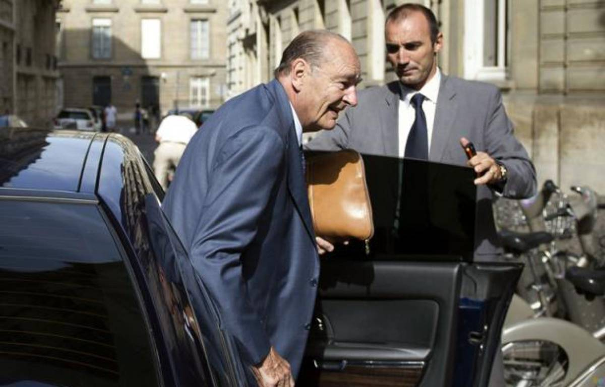 Jacques Chirac à son arrivée à son bureau parisien le 1 septembre 2011 – AFP PHOTO BERTRAND LANGLOIS