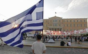 Des manifestants sur la place Syntagma d'Athènes (Grèce), le 15 juin 2011.