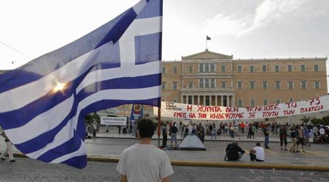 Des manifestants sur la place Syntagma d'Athènes (Grèce), le 15 juin 2011. – REUTERS/Pascal Rossignol