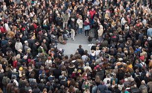 Près de 500 personnes se sont rassemblées place du Bouffay samedi 14 novembre pour rendre hommage aux victimes desd attentats ou soutenir les migrants. S.Salom-Gomis / Sip