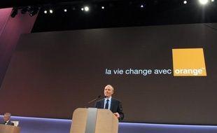 """France Télécom a annoncé jeudi une baisse du dividende versé aux actionnaires pour 2012 et 2013, lors de la publication d'un chiffre d'affaires en légère baisse au troisième trimestre, et annoncé prévoir une année 2013 difficile en raison d'un contexte """"plus dégradé qu'anticipé""""."""