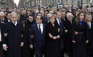 Francois Hollande entouré de Benjamin Netanyahu, Ibrahim Boubacar Keita, Angela Merkel, Donald Tusk, Mahmoud Abbas, Rania et Abdullah de Jordanie le 11 janvier 2015 à Paris