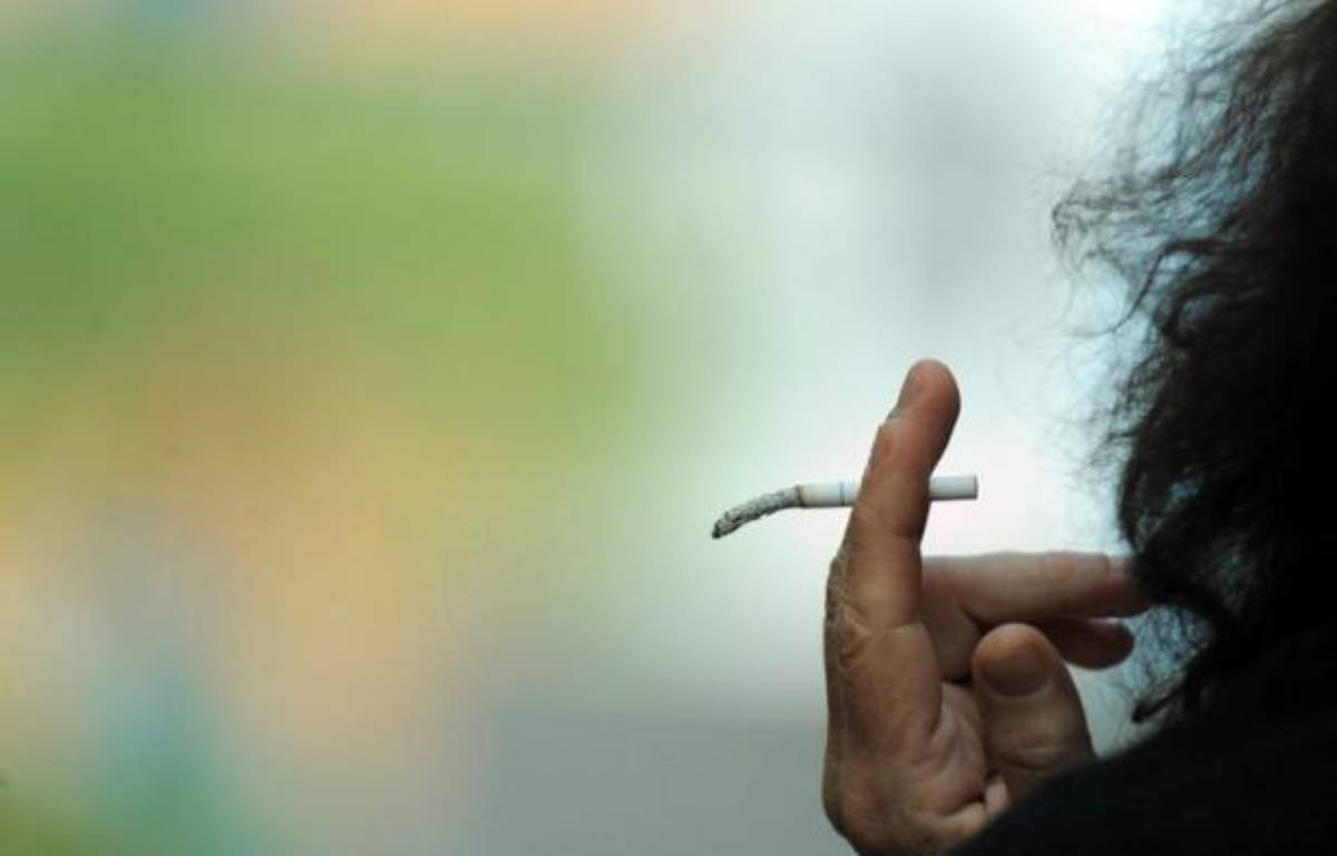 """Plusieurs fumeurs ont décidé de se regrouper en association pour défendre les droits et les libertés des 12,5 millions d'adultes fumeurs, un groupe social et économique d'importance et jusqu'ici """"ni organisé ni représenté"""" – Gou Yige afp.com"""