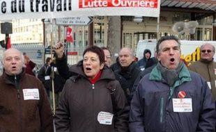 Lutte ouvrière d'Arlette Laguiller a rejeté la proposition d'un nouveau parti anticapitaliste avancée par Olivier Besancenot de la LCR, après une rencontre au sommet des deux partis frères ennemis trotskistes, une première depuis trois ans.